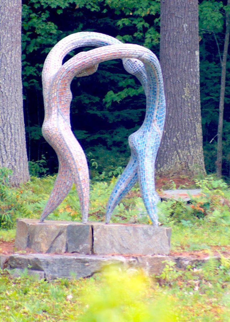 Dancers sculpture by Janowitz